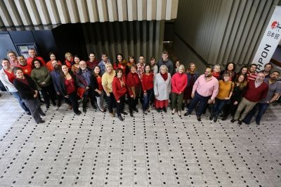 Photo de groupe du personnel de la Bibliothèque
